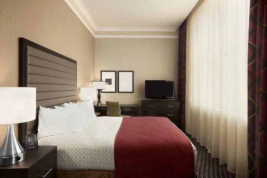 إيمباسي سويتس سان لويس - داون تاون: King Suite