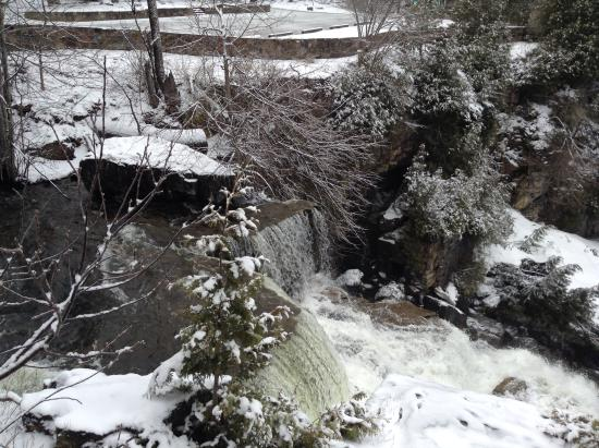 Owen Sound, Canadá: Inglis Falls from the side.