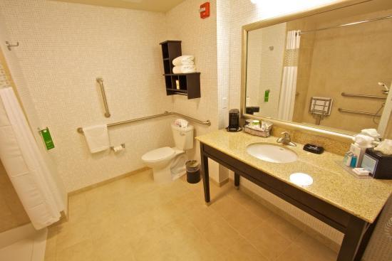 Tunkhannock, PA: Accessible Bathroom