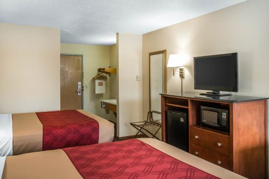 River Falls, WI: Guest room with two beds