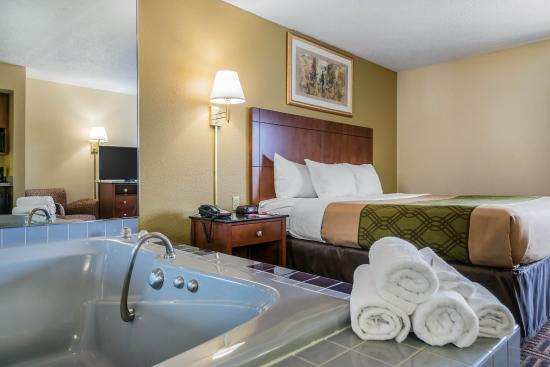 River Falls, WI: King suite