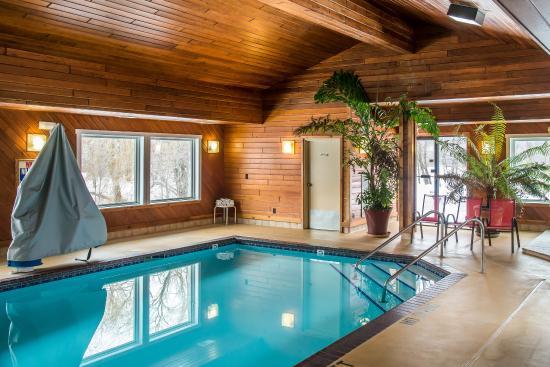 Econo Lodge River Falls: Pool