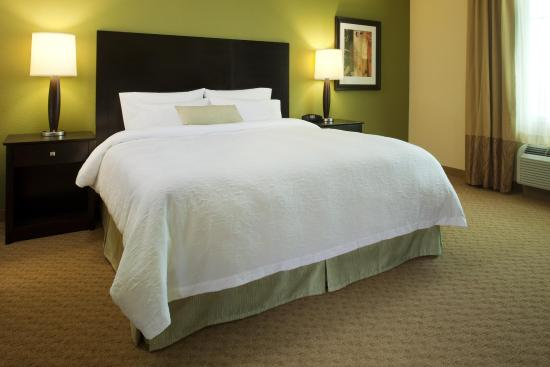 Hampton Inn & Suites Ocean City: King Standard Room