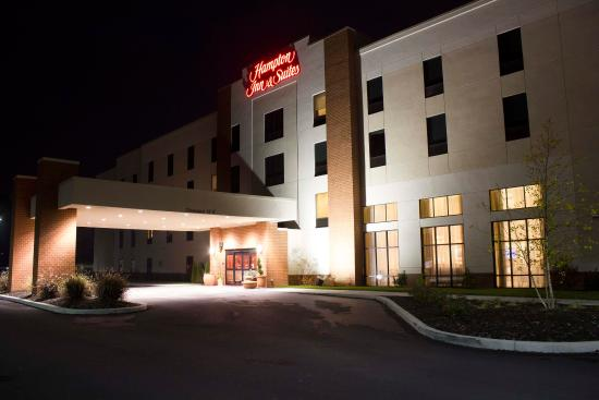 Hampton Inn & Suites Harrisburg North: Exterior at Night