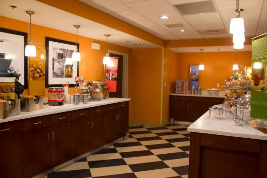 Hampton Inn & Suites Harrisburg North: Breakfast