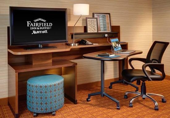 Hutchinson, KS: King Suite Work Area
