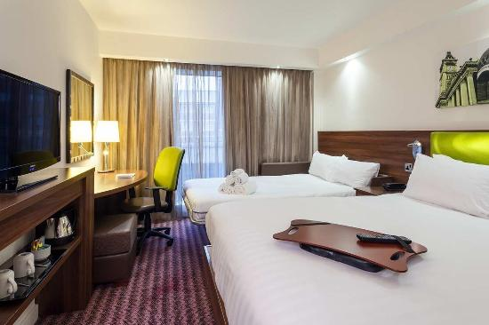 Hampton by Hilton Birmingham City North: 1 King Bed w/Sofabed Guest Room