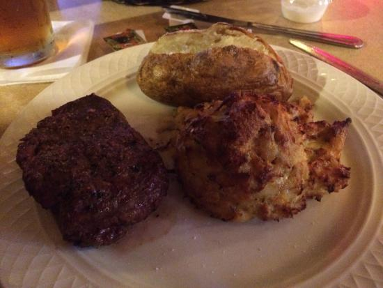 Olive Grove Restaurant and Lounge: Land and Sea combo 6oz filet and crab cake