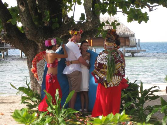 Manava Beach Resort Spa Moorea Tahitian Wedding At The Hotel Pearl