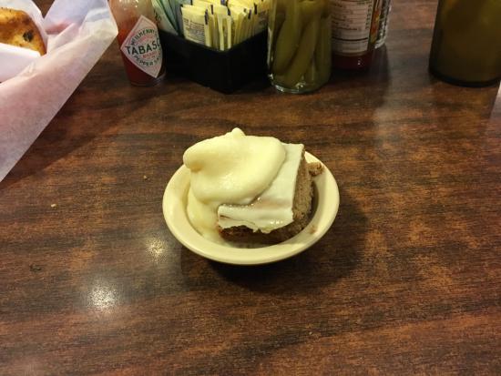 McGregor, TX: Dessert, the finale! Spice cake & Ice Cream