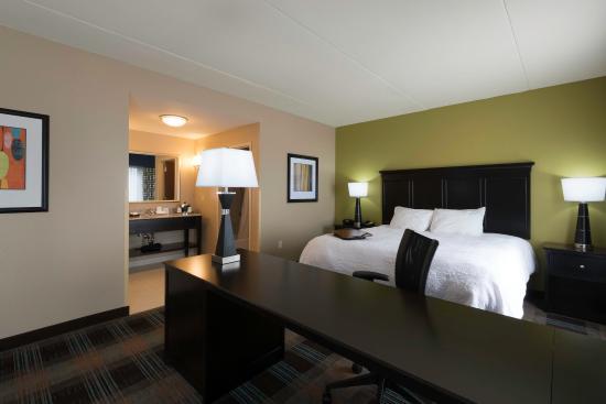 Clarksville, TN: Suites Bedroom