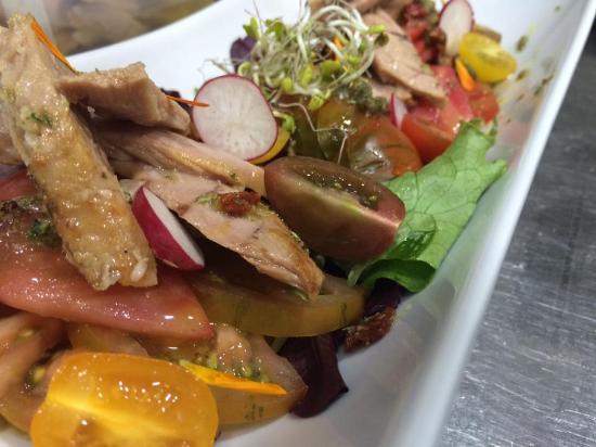"Albox, Espanha: Tomate ""aliñao"" con ventresca de atún/Tomatoes salad with ""ventresca"" tuna"