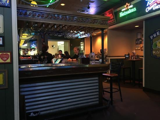 Chili's Grill & Bar : Vista de una de las barras