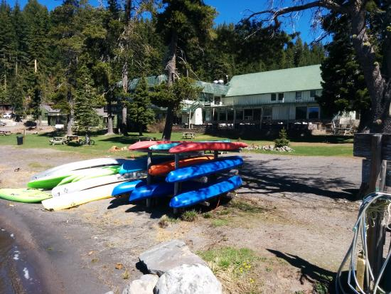 Diamond Lake, Oregón: Rental boats available...canoes, kayaks, and paddle boats...
