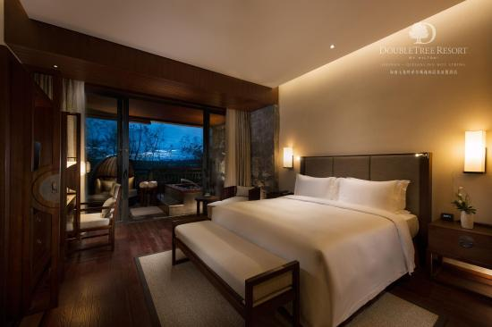Baoting County, China: Executive Suite bedroom