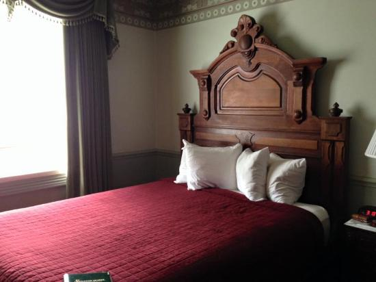 Strater Hotel: Standard room with queen + addl bed
