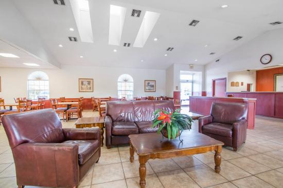 Econo Lodge Airport at Raymond James Stadium: Lobby