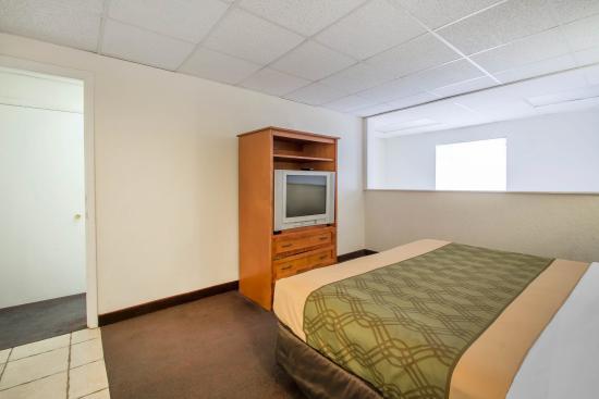 Econo Lodge Airport at Raymond James Stadium: Suite