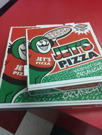 Move over Pizza Hut, Dominos, and Papa John's. Jet's Pizza is the new king of delicious pizza. My favorite is the Jet 10 which is a classic supreme deep dish.8/10(53).