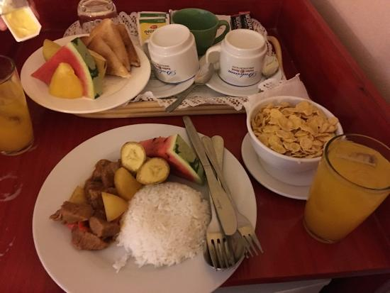 Dulcinea Hotel and Suites: Beef Mechado and Cereals with milk and orange for breakfast (room service)