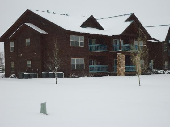 Wyndham Pagosa: You can just spot my wife on our balcony!