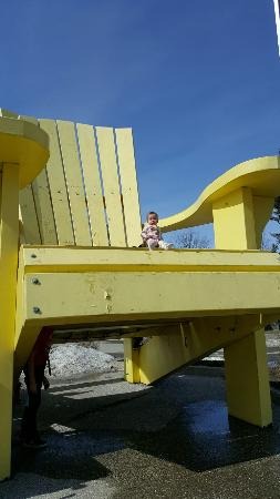 Just look for the big Muskoka Chair outside - Picture of