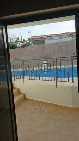 Olive Tree Apartments: view to the pool