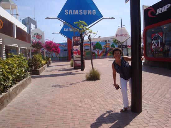 Playa Asia: Adios  viajeros !   Lima Peru  los espera