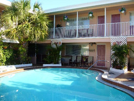 Mardi Gras Motel: It's a small motel, but nice little pool area