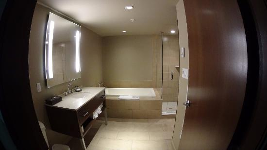 Evolution: Bathroom suite 307