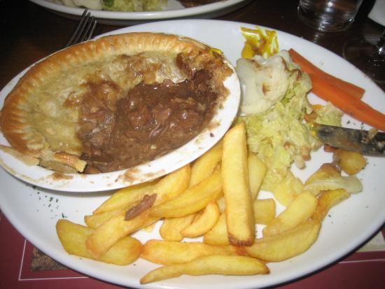 Bishops Castle, UK: Steak & Ale pie - meat in a sauce not sludge