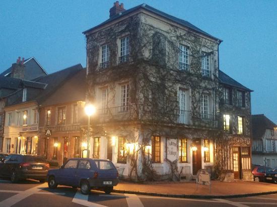 Beaumont-en-Auge, Fransa: 20160505_214649_large.jpg