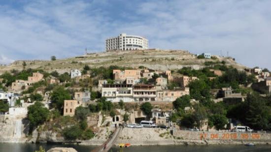 Eski halfeti'ye hancer gibi saplanan Yeni otel