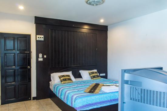 Patong Bay Guesthouse : deluxe room
