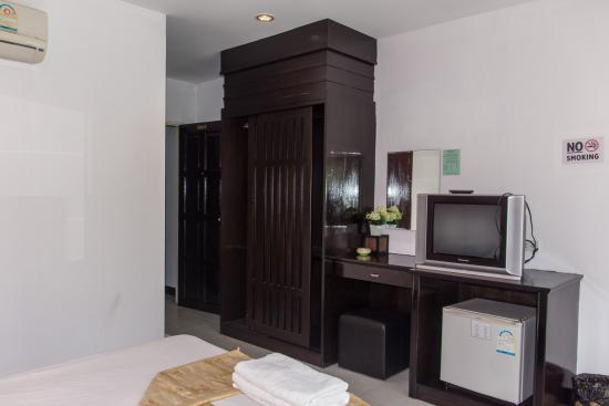 Patong Bay Guesthouse : superior room with private balcony