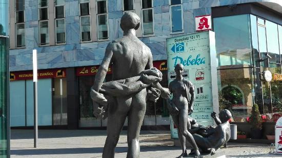 """Skulpturen """"Drei Varianten"""""""
