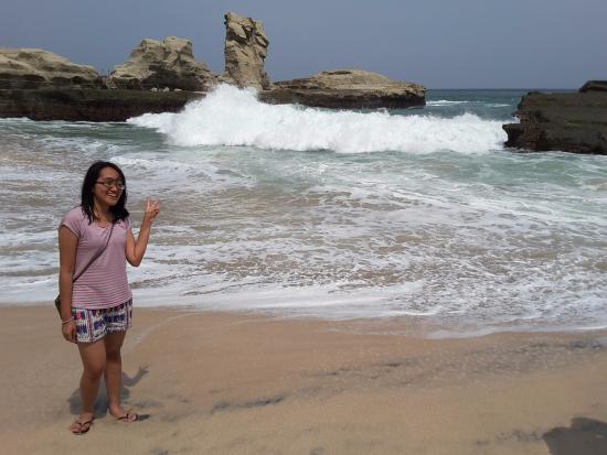 ombak dan view terbaik di pantai klayar picture of klayar beach rh tripadvisor co uk