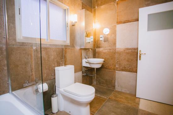 Vegas Hotel Apartments: Bathroom