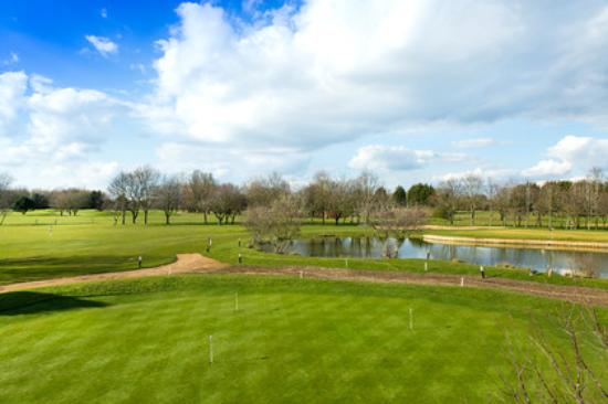Bicester Hotel, Golf and Spa: The putting green