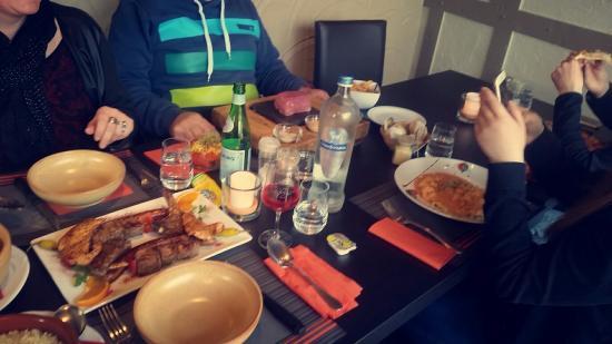 Trois Ponts, Belgio: Bon repas en famille! 😍🍕🍷🍴🔝👌❤