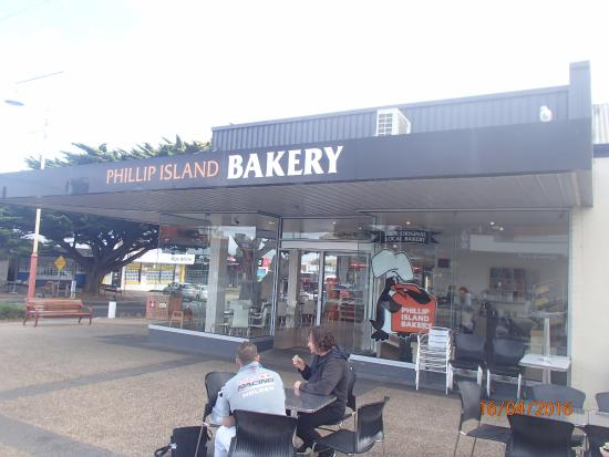 Cowes, Australia: Outside Dining Area of Bakery