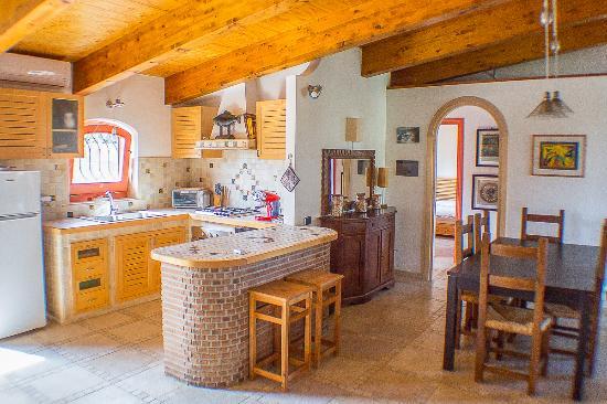 Soggiorno Pranzo Cucina : Cucina soggiorno sala pranzo picture of la cesa holiday