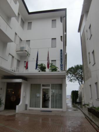 Hotel Sanremo: hotel entrance