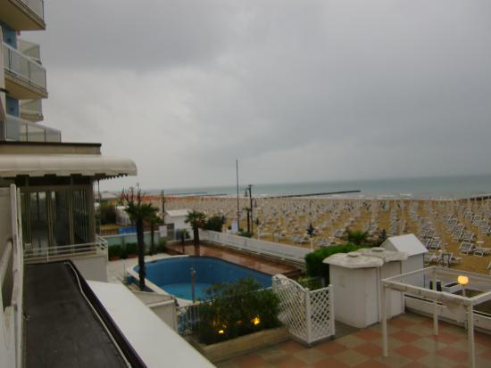 Hotel Sanremo: the pool does not belong to the hotel
