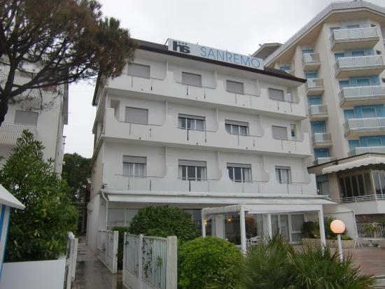 Hotel Sanremo: hotel from the beach