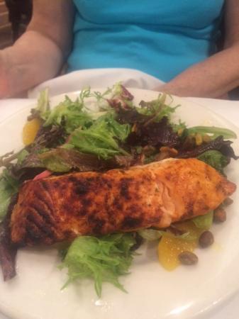 Ocean One Bar & Grille: salmon salad again