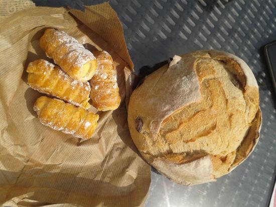 Bickenbach, Germany: Weissbrot und Süsses wie in bella Italia - fantastisch!