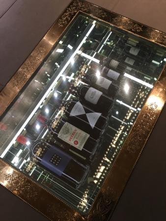 weinkeller hinter glas bild von gasthaus zum gupf. Black Bedroom Furniture Sets. Home Design Ideas