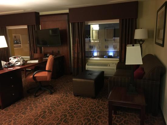 Hampton Inn & Suites Fort Worth-West/I-30: sitting area in room