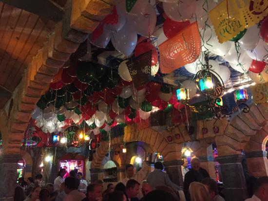 Spring Valley, Nowy Jork: cinco de mayo - festive decorations at El Bandido